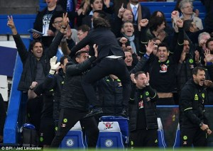 39a3bc0500000578-3866524-conte_celebrated_wildly_with_his_technical_staff_during_chelsea_-a-64_1477301293713