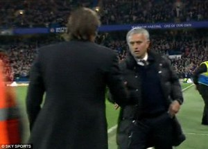 39a4ffff00000578-3864920-the_two_managers_go_to_shake_hands_with_each_other_after_the_fin-a-2_1477281458505