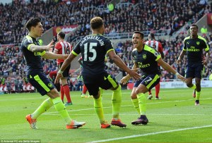 39d76e5b00000578-3885058-sanchez_celebrates_with_arsenal_team_mate_oxlade_chamberlain_cen-m-147_1477745120504