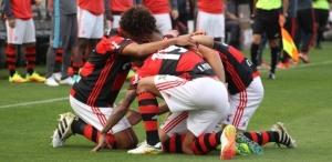 jogadores-do-flamengo-comemoram-gol-marcado-por-felipe-vizeu-diante-do-flamengo-1476046114583_615x300