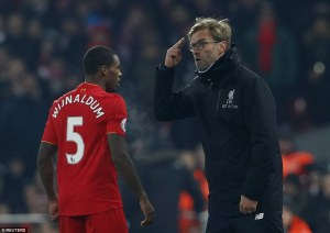 3ac68f4900000578-3973938-jurgen_klopp_makes_sure_georginio_wijnaldum_maintains_his_focus_-a-2_1480185600639