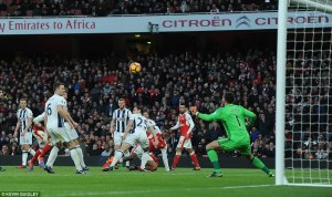 3ba689bd00000578-4066602-alex_iwobi_produces_an_effort_at_goal_but_his_attempted_chip_is_-a-183_1482768942751