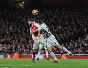 3ba6cf7500000578-4066602-giroud_brilliantly_steers_in_a_late_header_to_give_arsenal_a_1_0-a-221_1482771040500