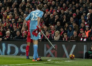 3bab71bf00000578-4068990-stoke_striker_peter_crouch_accidentally_pulls_out_the_corner_fla-a-2_1482922723552