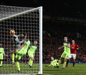 3c273d6500000578-4122400-ibrahimovic_ghosted_in_to_loop_his_head_off_the_crossbar_and_fal-a-15_1484523686786