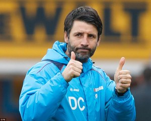 3d5f7e7d00000578-4237372-things_were_going_well_for_danny_cowley_and_his_imps_as_he_gave_-a-94_1487428212129