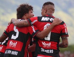guerrero-comemora-gol-pelo-flamengo-no-campeonato-carioca-1486238631112_615x470